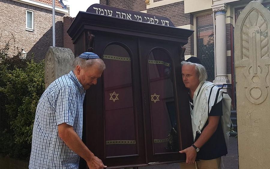 Небольшую общину голландских евреев лишили синагоги