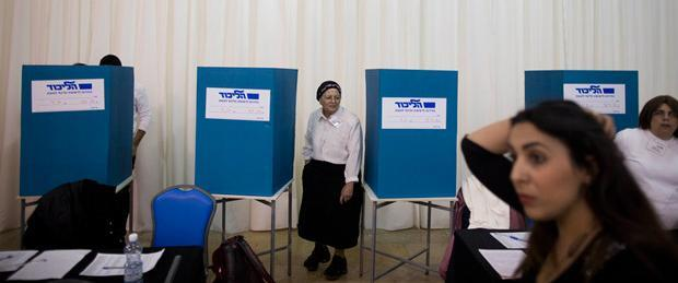 Polling station during the primary election to determine the leader and candidate list of Likud party for the upcoming parliamentary elections, Jerusalem, Israel, December 31, 2014.   Source: EPA/ABIR SULTAN