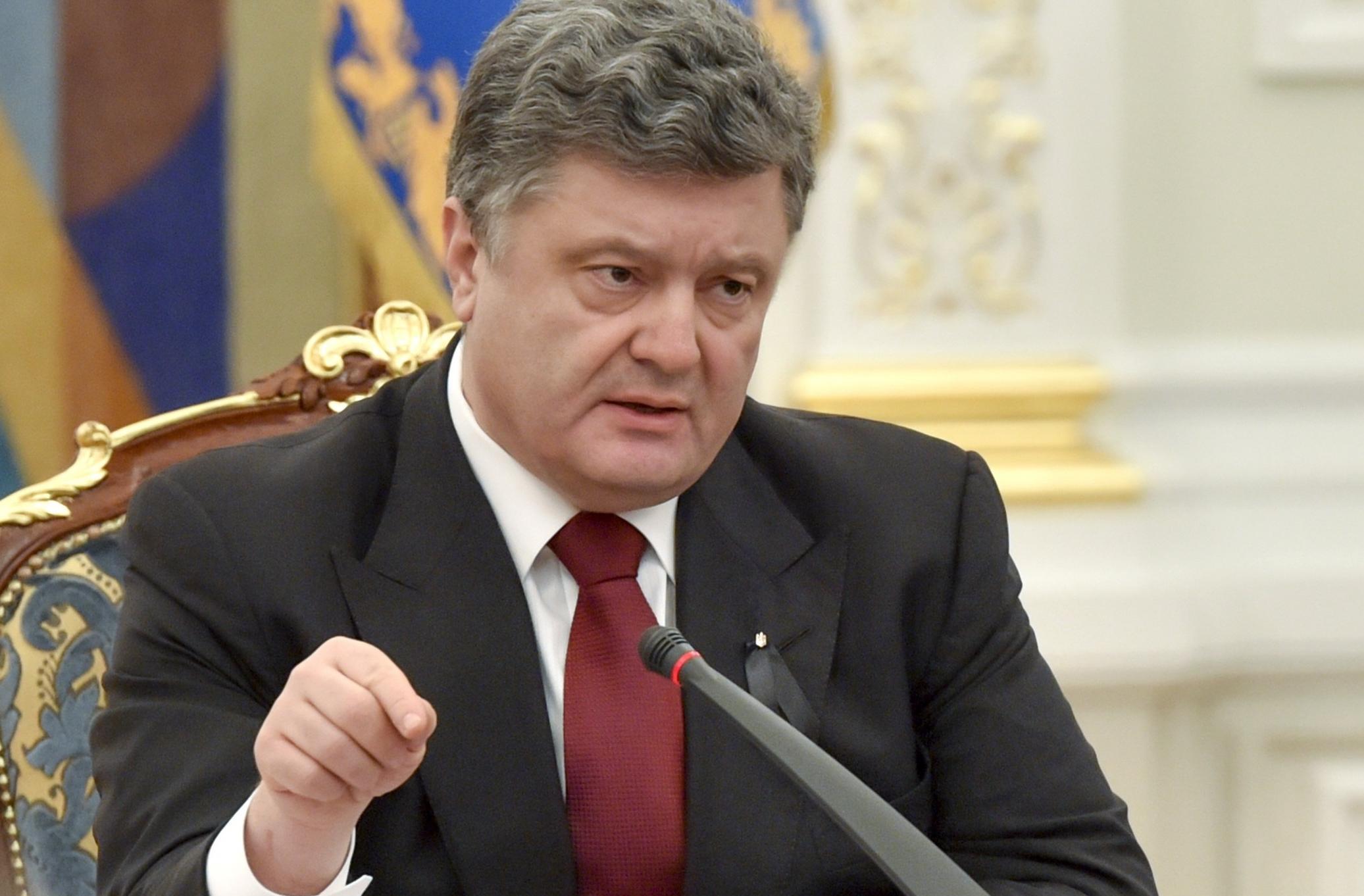 Порошенко потребовал от политиков прекратить распри, чтобы не потерять независимость Украины