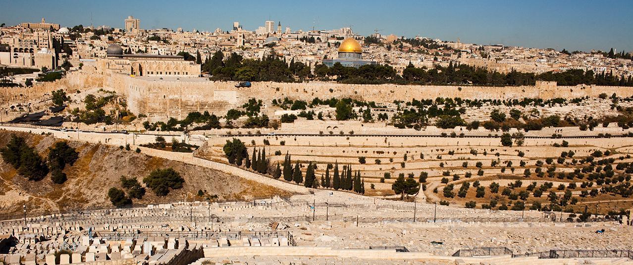 Вид на Иерусалим с Масличной горы (Фото: Джулиен Голдштайн для Geo Magazine)