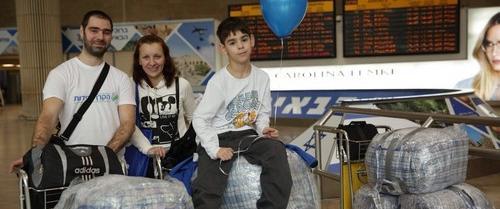 Новые граждане Израиля в аэропорту Бен-Гурион, фото: Фонд дружбы (Керен ле-йедидут)